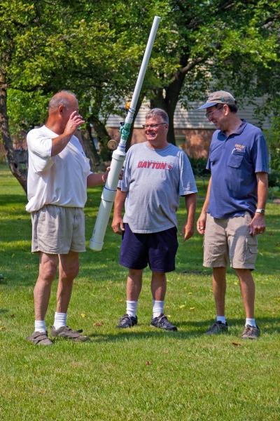 Sam, Bob and Mike plan a string launch to raise an antenna.